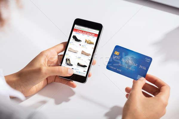 Mujer tarjeta de crédito mano compras en línea primer plano Foto stock © AndreyPopov