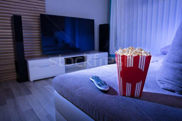 クローズアップ ポップコーン リモコン ソファ リビングルーム 1泊 ストックフォト © AndreyPopov
