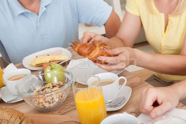 Família feliz café da manhã dois adolescente crianças Foto stock © AndreyPopov