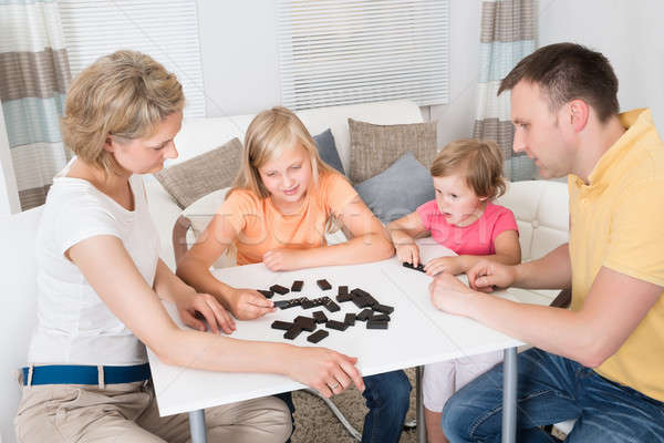 Jonge familie spelen domino spel home Stockfoto © AndreyPopov