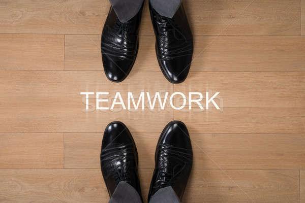 Zakenlieden permanente teamwerk geschreven vloer rechtstreeks Stockfoto © AndreyPopov