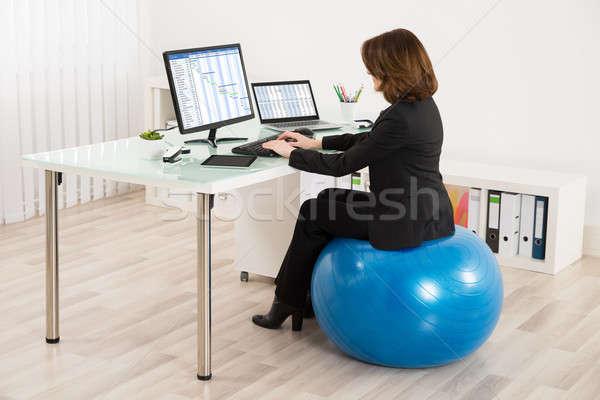 Empresária sessão pilates bola trabalhando jovem Foto stock © AndreyPopov