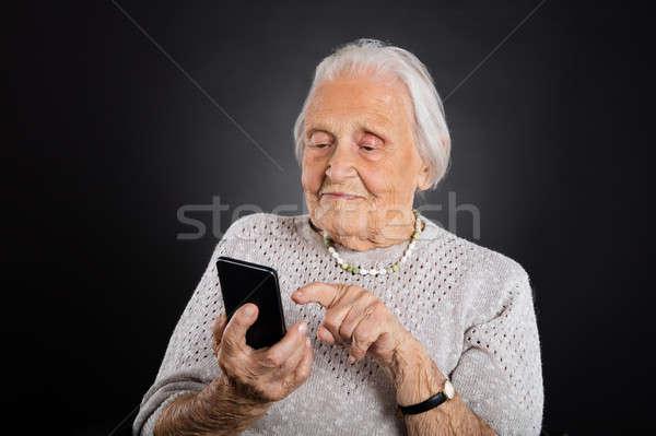 Altos mujer gris mano teléfono Foto stock © AndreyPopov