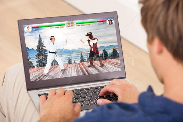 Homem jogar laptop jogo esportes Foto stock © AndreyPopov