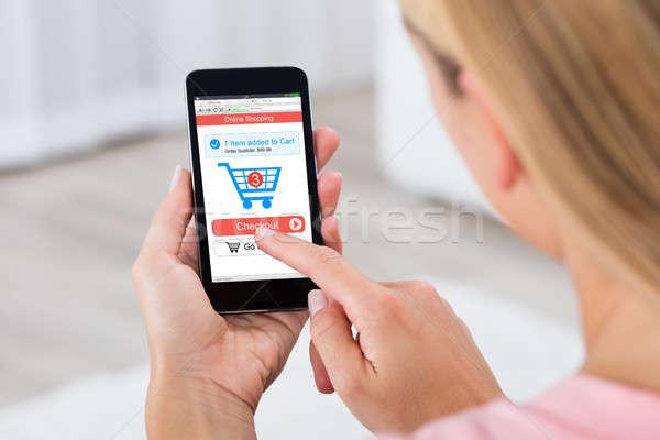 Foto d'archivio: Donna · shopping · online · cellulare · primo · piano · mano