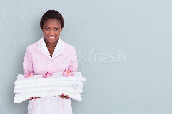 Kobiet pokojówka ręczniki Afryki kolorowy Zdjęcia stock © AndreyPopov