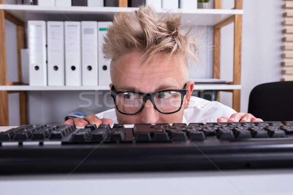 Engraçado empresário ocultação atrás secretária Foto stock © AndreyPopov