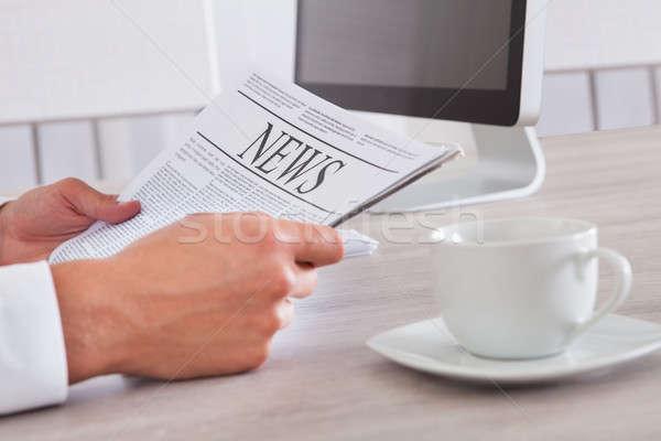 男 新聞 クローズアップ 読む コーヒー ストックフォト © AndreyPopov