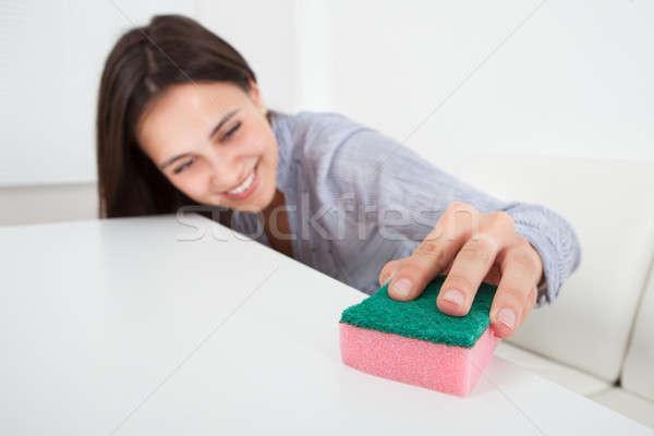 Vrouw schoonmaken tabel vod huis gelukkig Stockfoto © AndreyPopov