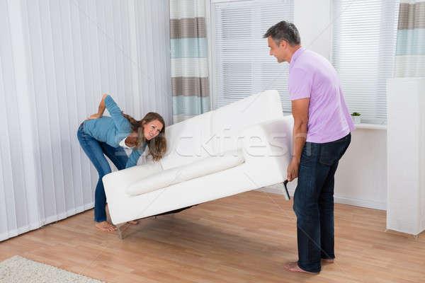 女性 腰痛 移動 ソファ 男 ストックフォト © AndreyPopov