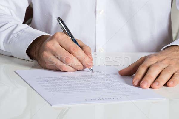 üzletember aláírás szerződés irat irodai asztal papír Stock fotó © AndreyPopov