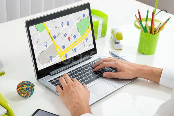 Osoby GPS Pokaż laptop nawigacja Zdjęcia stock © AndreyPopov