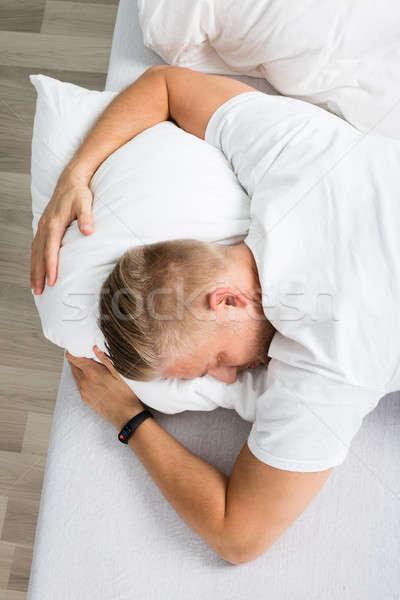 Férfi megnyugtató ágy kilátás alszik arc Stock fotó © AndreyPopov