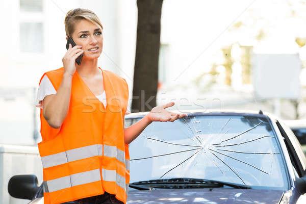 Vrouw praten mobiele telefoon auto jas Stockfoto © AndreyPopov