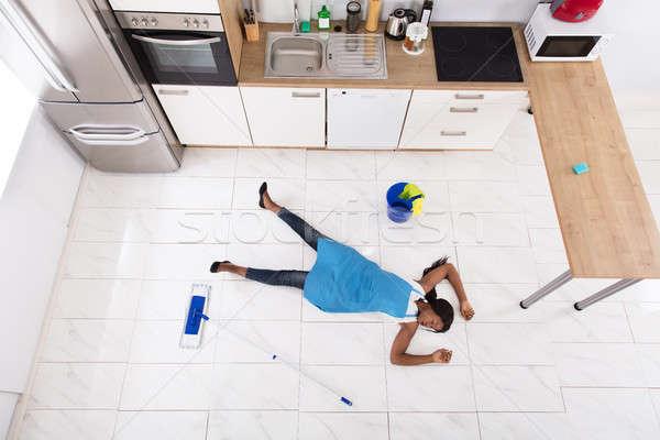 Eszméletlen háziasszony konyha padló afrikai vödör Stock fotó © AndreyPopov