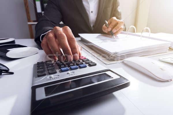 Közelkép üzletember számla kéz számológép üzlet Stock fotó © AndreyPopov