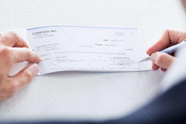 Hand vulling cheque mannelijke uit Stockfoto © AndreyPopov