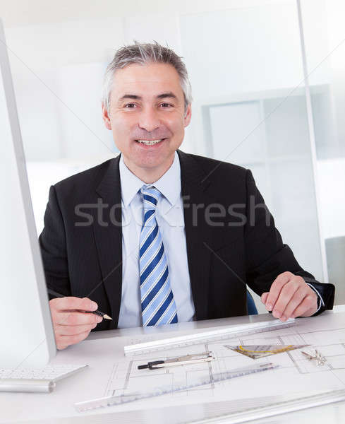 Maduro arquitecto masculina de trabajo escritorio retrato Foto stock © AndreyPopov