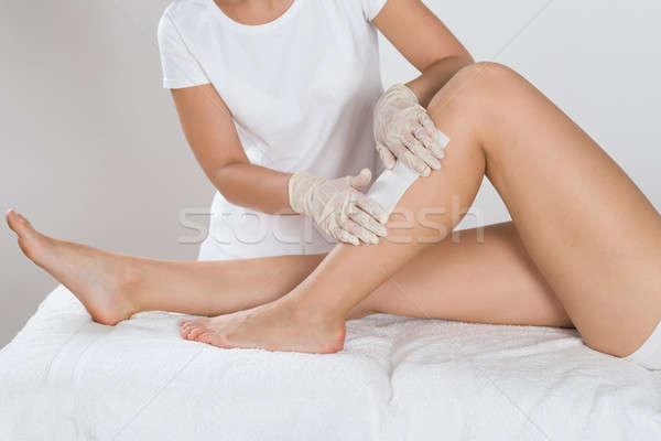 Ontharing been vrouw wax schoonheid kliniek Stockfoto © AndreyPopov