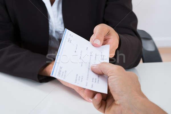 Homme d'affaires mains chèque autre personne Photo stock © AndreyPopov