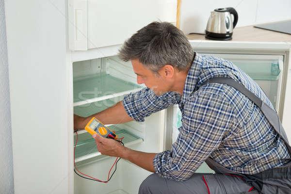 Stock fotó: Technikus · hűtőszekrény · digitális · érett · férfi · férfi
