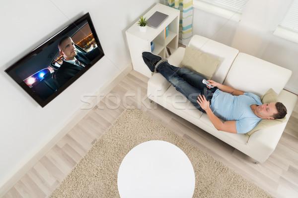 Man kijken film televisie woonkamer Stockfoto © AndreyPopov