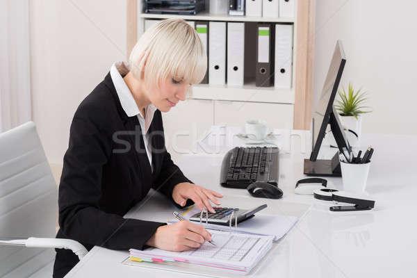 Femminile ragioniere lavoro ufficio giovani mutui Foto d'archivio © AndreyPopov