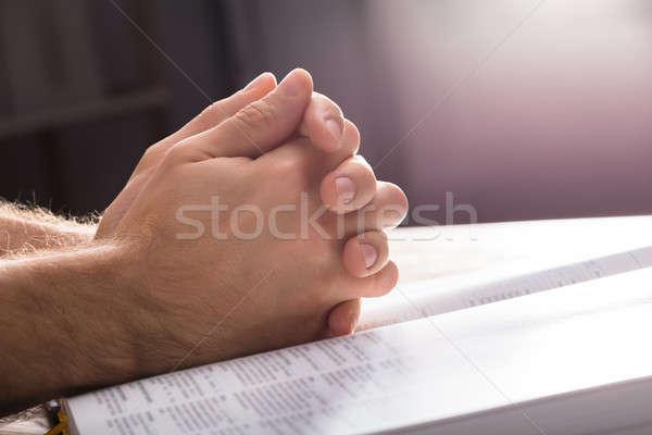 Imádkozik kezek Biblia közelkép papír könyv Stock fotó © AndreyPopov