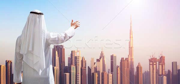 Férfi kéz modern épületek Dubai hátsó nézet Stock fotó © AndreyPopov