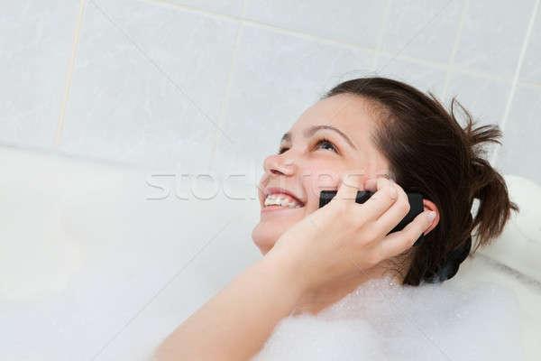 Vasca da bagno parlando mobile felice ragazza Foto d'archivio © AndreyPopov