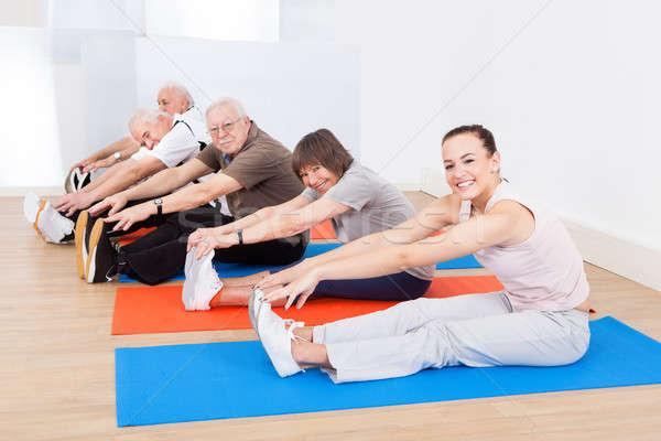 Trener klientela wykonywania portret siłowni Zdjęcia stock © AndreyPopov