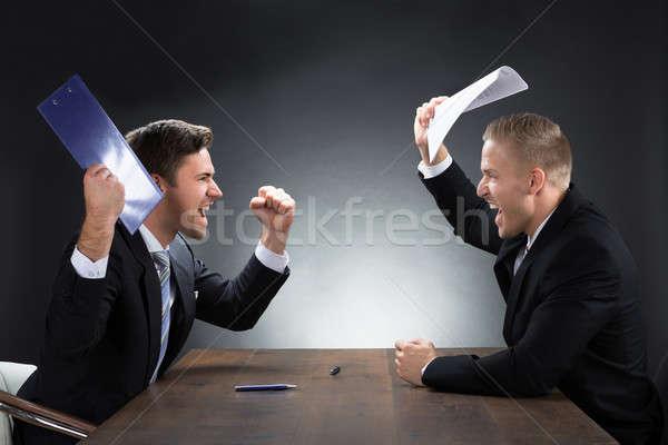 Agresszív fiatal üzletemberek veszekedik asztal fából készült Stock fotó © AndreyPopov