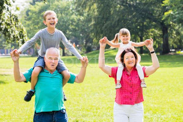 Nagyszülők unokák háton boldog család szórakozás gyerekek Stock fotó © AndreyPopov