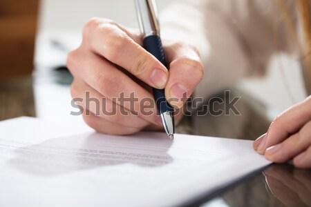 üzletember aláírás irat toll közelkép asztal Stock fotó © AndreyPopov