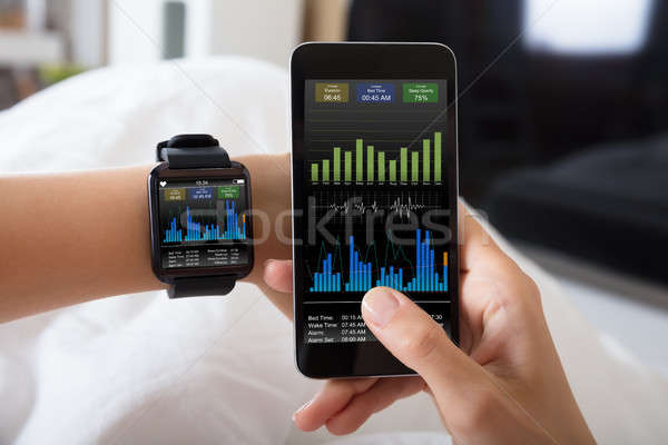 Hand smart horloge tonen hartslag Stockfoto © AndreyPopov