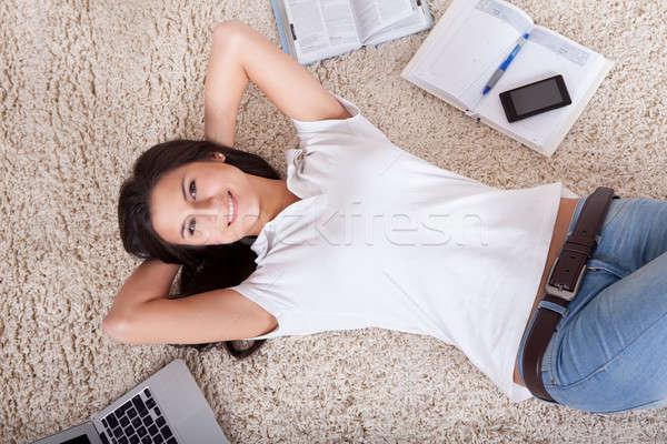 Fiatal nő álmodozás kilátás hát szőnyeg laptop Stock fotó © AndreyPopov