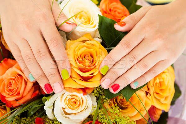 Vrouwelijke hand bloemen nagel vernis Stockfoto © AndreyPopov