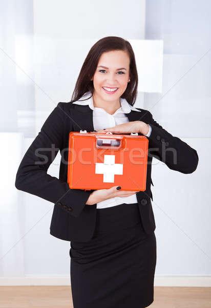 Femme d'affaires premiers soins boîte portrait jeunes Photo stock © AndreyPopov
