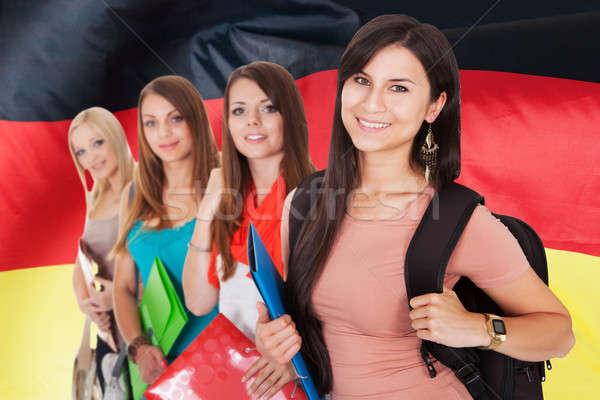 Groupe heureux collège élèves permanent fille Photo stock © AndreyPopov