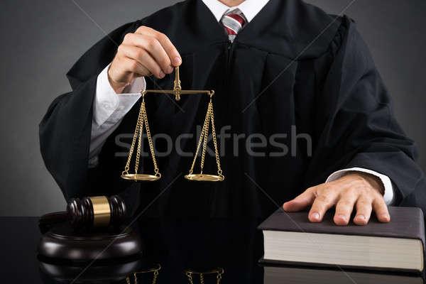 Juge poids échelle Homme Photo stock © AndreyPopov