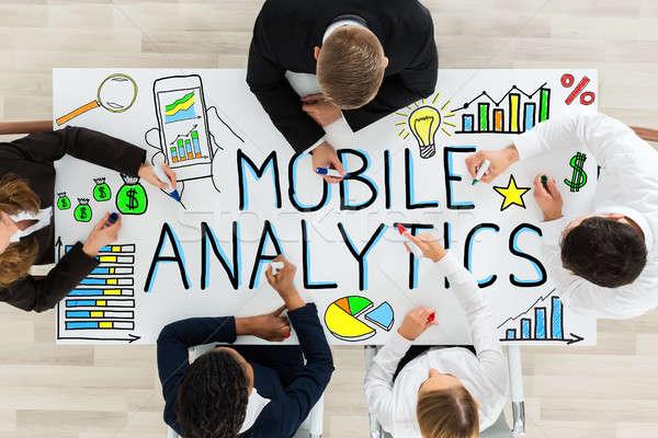 üzletemberek rajz mobil analitikus asztal magasról fotózva Stock fotó © AndreyPopov