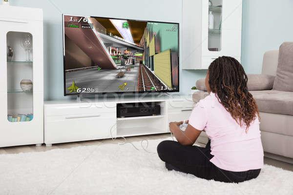 Afrikaanse meisje spelen video games achteraanzicht home Stockfoto © AndreyPopov
