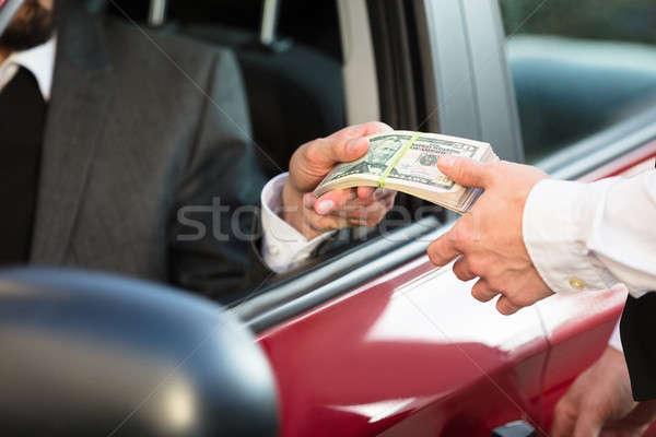 бизнесмен банкнота человек сидят внутри автомобилей Сток-фото © AndreyPopov