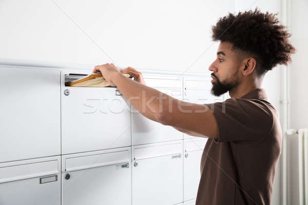 Сток-фото: человека · письма · почтовый · ящик · вид · сбоку · молодым · человеком · стороны
