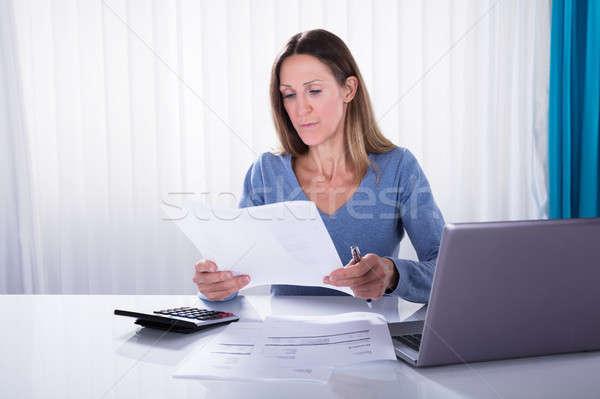 Rijpe vrouw factuur kantoor werkplek business Stockfoto © AndreyPopov