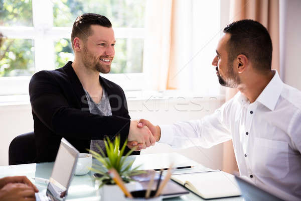 二 商人 握手 快樂 年輕 辦公室 商業照片 © AndreyPopov