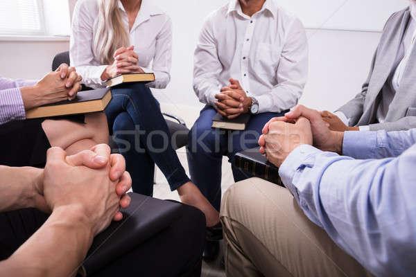 люди молиться святой Библии группа людей сидят Сток-фото © AndreyPopov