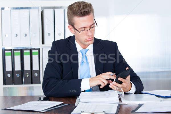 üzletember számológép portré fiatal iroda üzlet Stock fotó © AndreyPopov