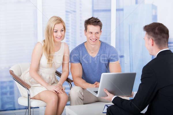 Conseiller financier investissement plan couple portable Photo stock © AndreyPopov