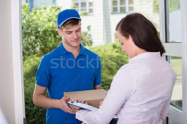 Stock fotó: Nő · aláírás · nyugta · házhozszállítás · csomag · közelkép